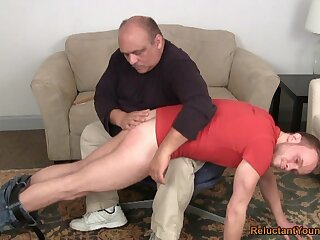 Cur� bore spanks young twink before anal sex