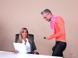 Skinny male drills Aubrey Jet relating to crazy manners dimension both in advance office
